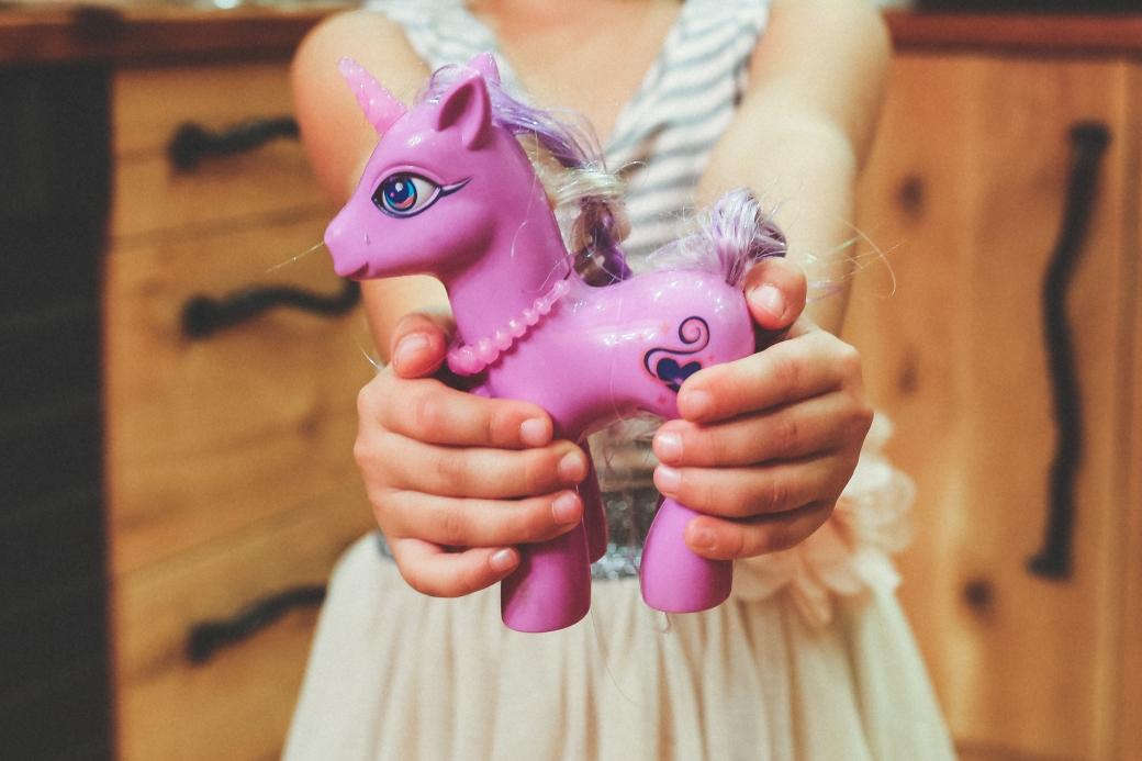 hands-purple-child-holding
